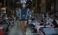 Наоми Кэмпбелл на модном показе круизной коллекции Miu Miu Cruise 2019 года